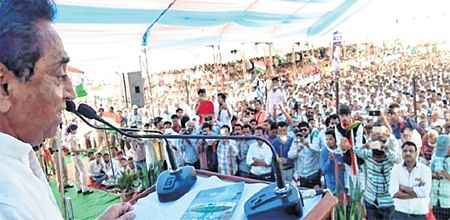 Bhopal: Hired crowd at rallies jolly up Congress, BJP leaders
