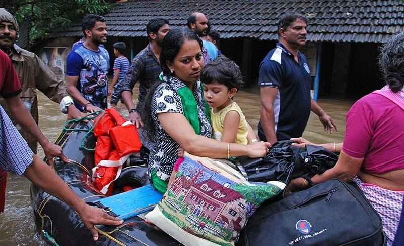 Maharashtra sends medical team to Kerala, hawkers donations