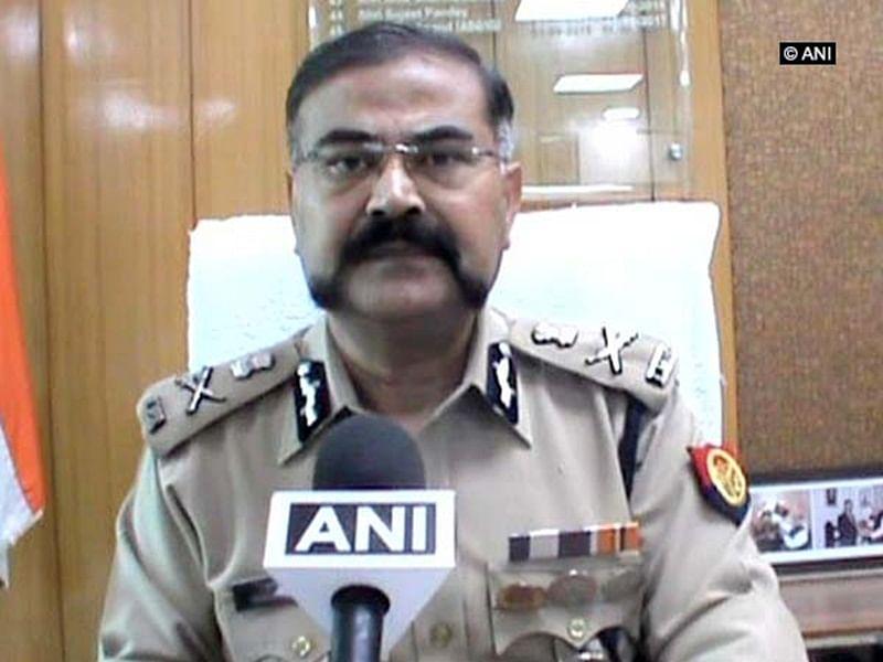 Uttar Pradesh: Senior cop justifies showering petals on Kanwariyas