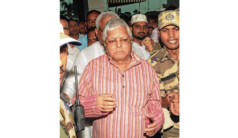Ranchi: RJD leader Lalu Prasad arrives at the airport to surrender at the CBI court in connection with multi-crore fodder scam case, in Ranchi on Wednesday, August 29, 2018. (PTI Photo)  (PTI8_29_2018_000227B)