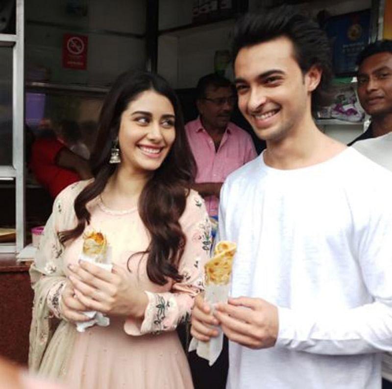 Loveratri: Aayush Sharma and Warina Hussain seek blessing at Kali Temple and enjoy street food in Kolkata