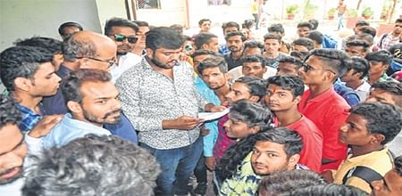 Ujjain: Students union seeks increase in number of seats in BA, BCom
