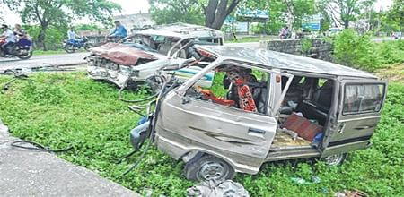 Ujjain: Stray cattle menace leads to horrific accident on Dewas road, two killed