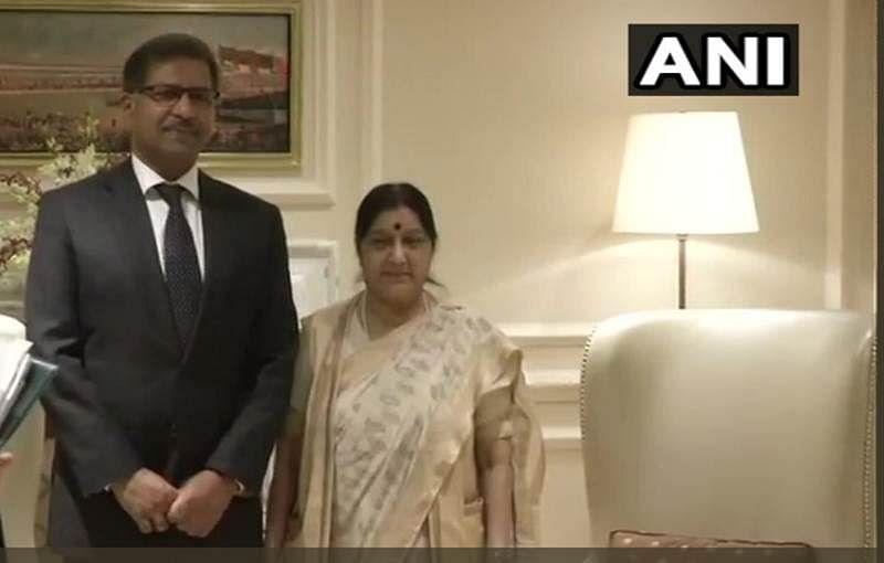 Pakistani, Sri Lankan Ministers meet Sushma Swaraj to condole Vajpayee's death