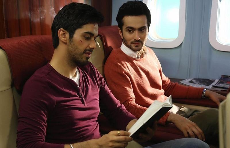 Lashtam Pashtam movie: Review, Cast, Director