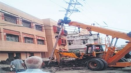 Indore: Close shave for many as high-voltage electric pole falls