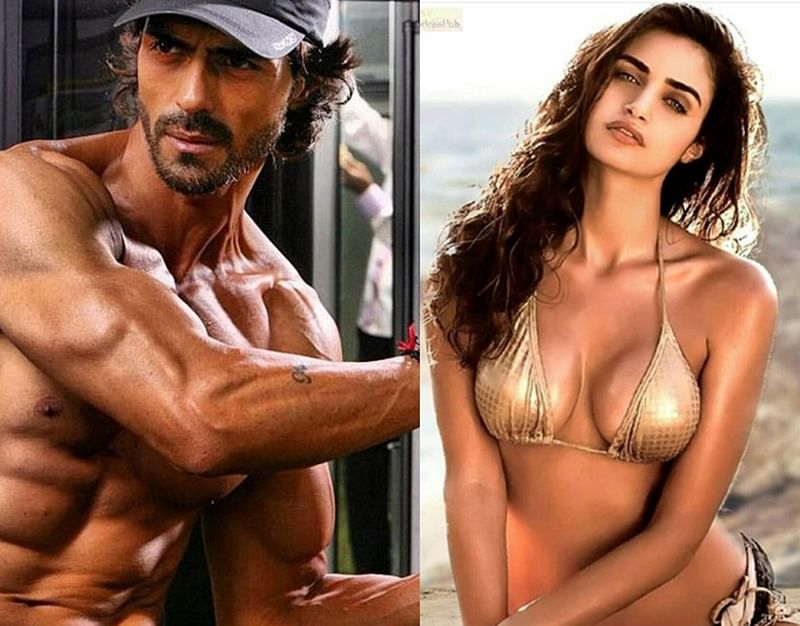 After splitting with wife Mehr Jessia, Arjun Rampal spotted on a dinner date with this gorgeous woman!