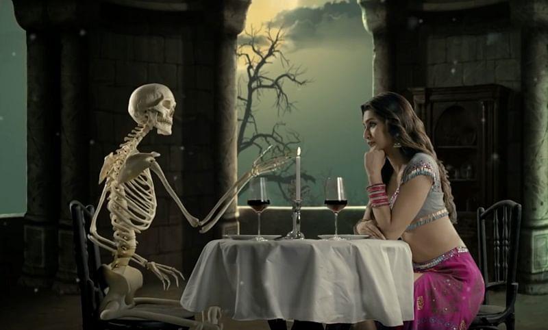 Tinder for ghosts? Twitter trolls Rajkummar Rao, Kriti Sanon's song 'Aao Kabhi Haveli Pe'