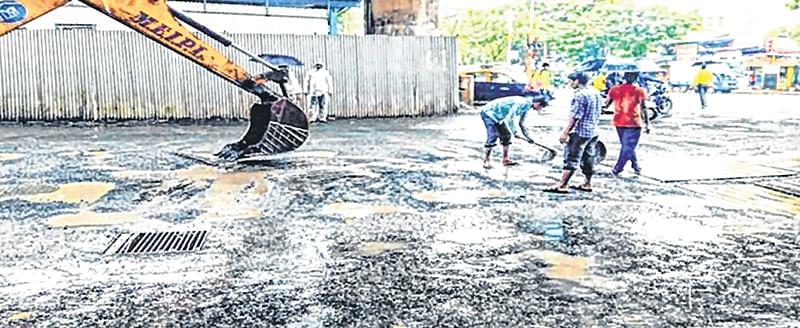Mumbai Potholes: For BMC, hot mix is three times 'cooler' than cold mix