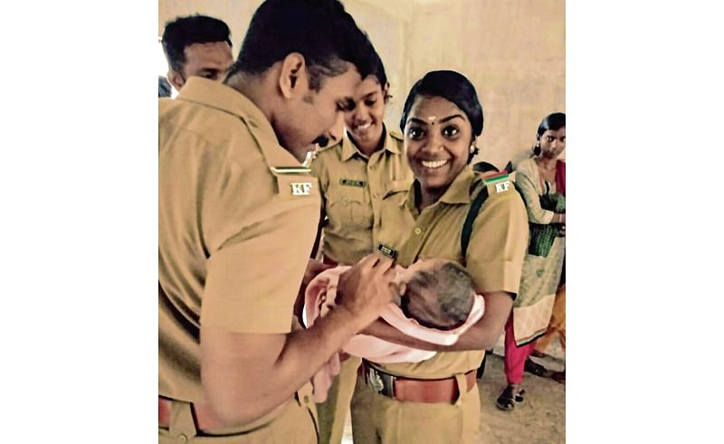 Kerala Floods: Forest department team rescues one-month old baby stranded in floods