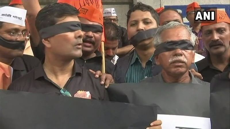 Maharashtra Bandh Live Updates: Protesters cover their eyes and mouth with black ribbons in Mumbai