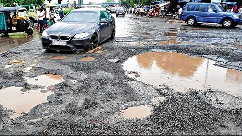 Thane Pothole: 2 kids dead, parents badly injured