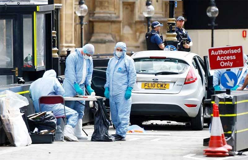 3 pedestrians hurt as car hits barrier at UK Parliament