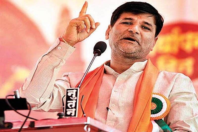 Maratha Quota Stir: Vinayak Mete demands amendment in Constitution for quota