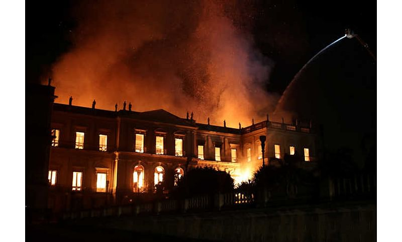 Raging fire tears through 200 year-old Rio museum