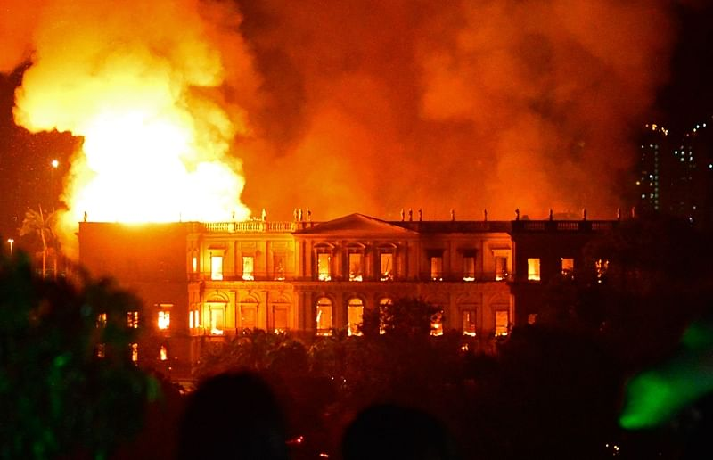 Brazil: Massive fire tears through Rio's 200-year-old National Museum