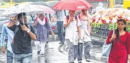 Indore: Freakish weather offers relief, raises anxiety