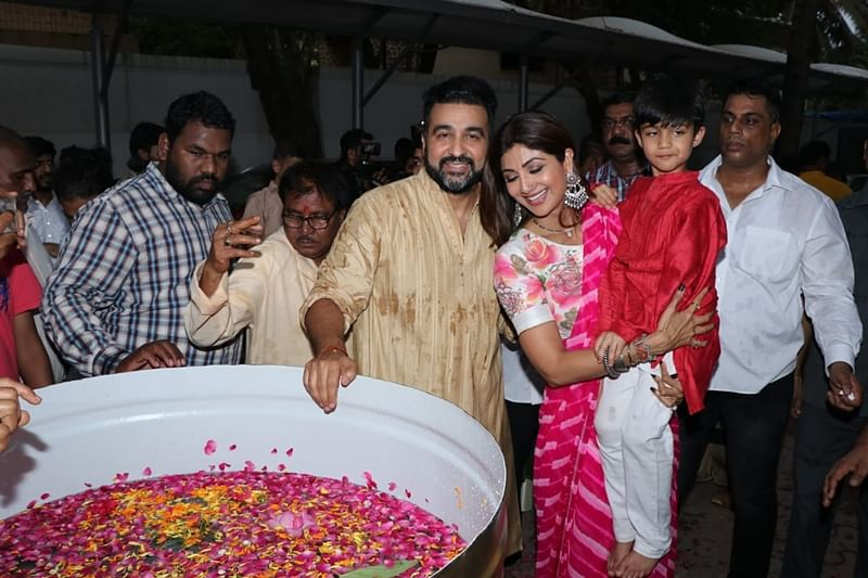 Shilpa Shetty, Raj Kundra with son Viaan. Photo by Viral Bhayani
