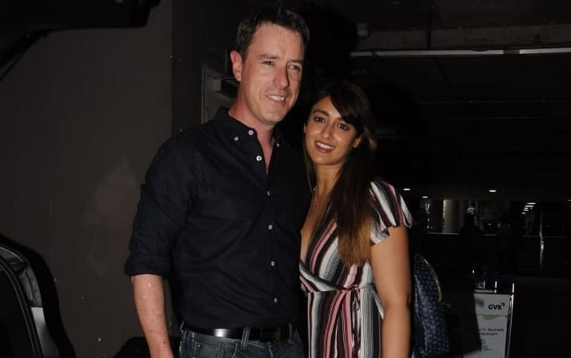 PDA Alert! Ileana D'cruz receives beau Andrew Kneebone at Mumbai airport, shutterbugs get perfect poses from lovebirds