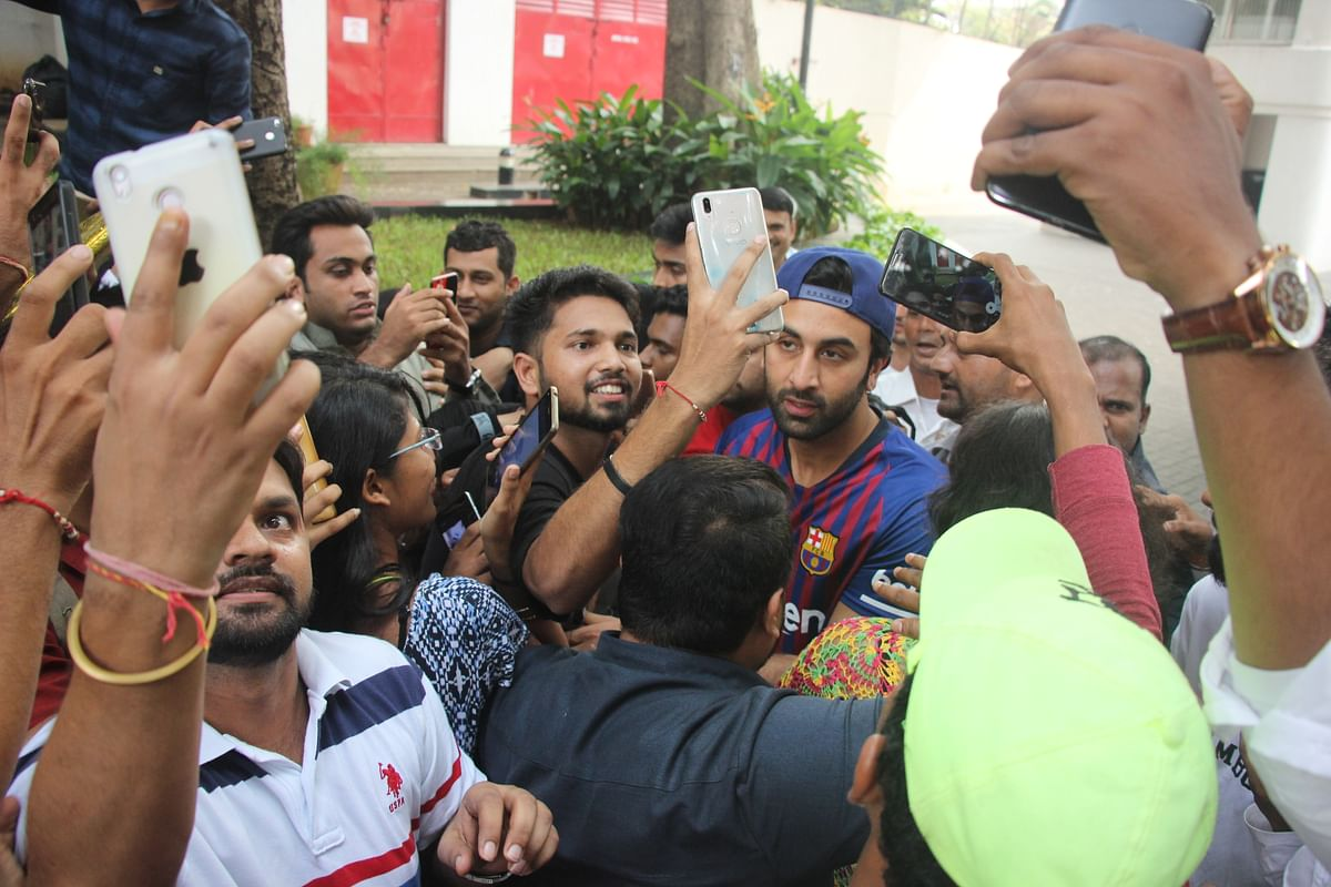 In pictures! Ranbir Kapoor celebrates his birthday with fans at his residence