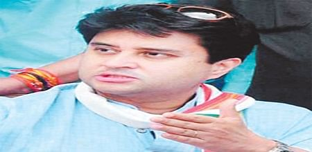 Scindia files nomination in presence of wife, Cong leaders