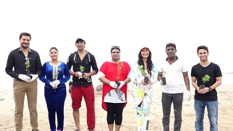 Ganpati Visarjan 2018: Celebs, students turn beach clean-up warriors