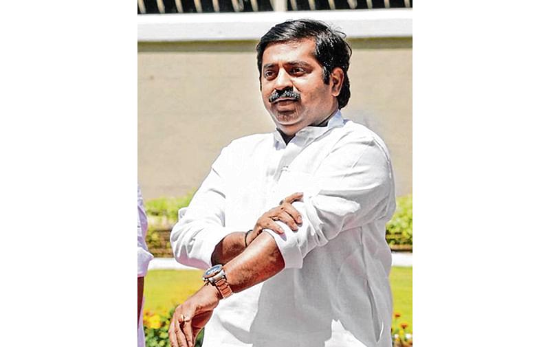 Now, Ram Kadam aides humiliate TV news channel staffer