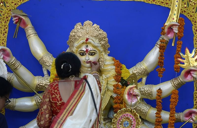 Durga puja: Pandal set up by Bengal Club at Mumbai's Shivaji Park offers virtual darshan to devotees