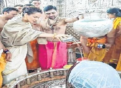 Ujjain: Actress Kangana Ranaut pays obeisance to Mahakal