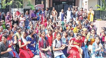 Ujjain: Girls lock Kalidas College, stage protest at minister's residence