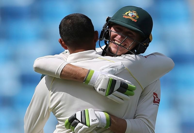 People applaud Australian team after managing draw against Pakistan in 1stTest