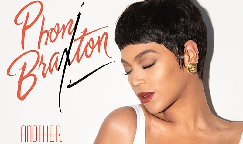 American singer Beyoncé pays homage to Toni Braxton with her Halloween costume