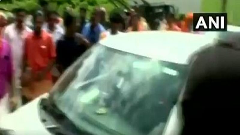 Kerala: Man killed after DSP pushes him in front of moving car