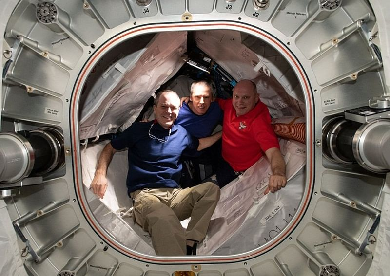 3 astronauts land safely on Earth after 6 months in space