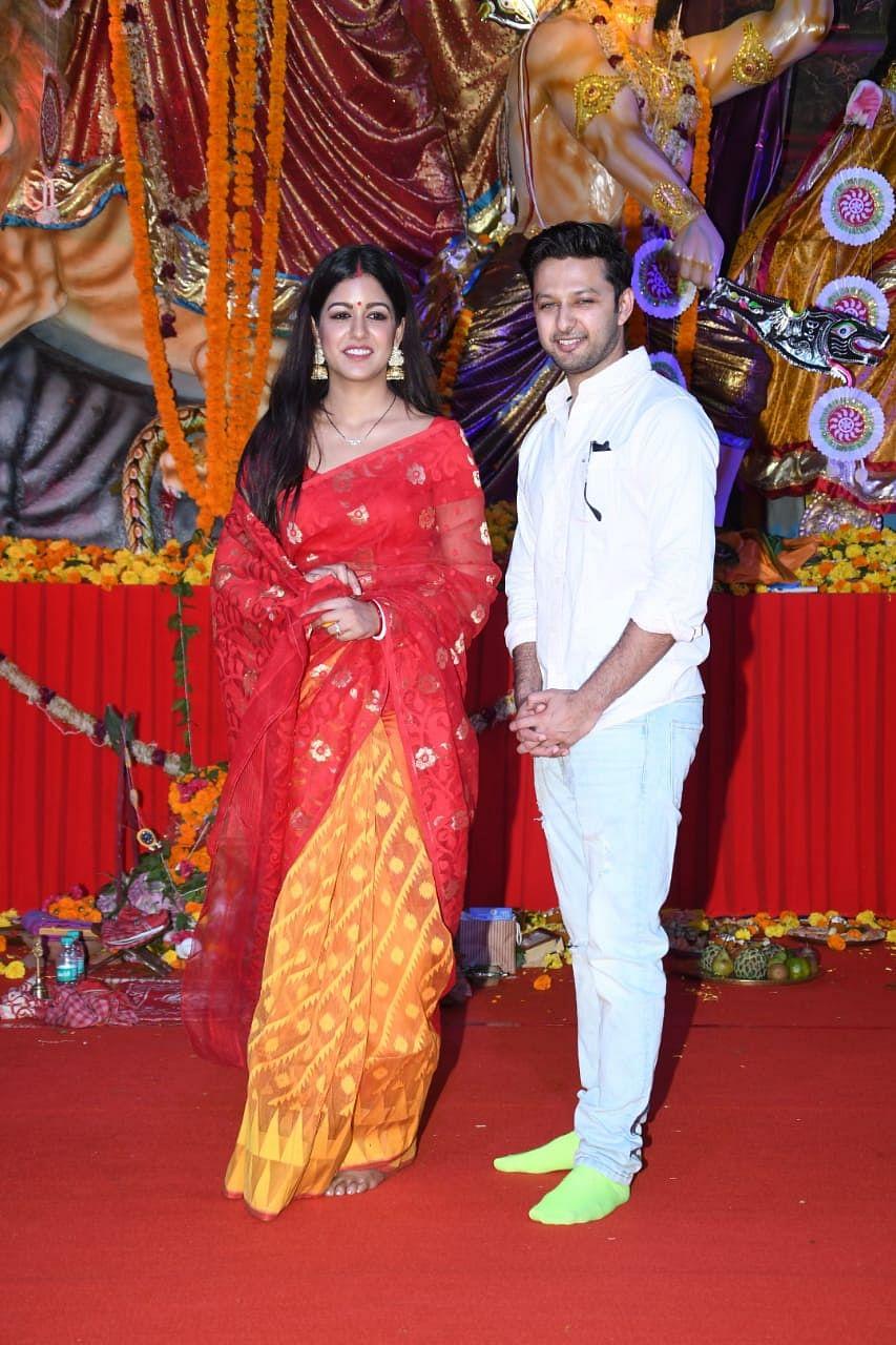 Vatsal Seth and with wife Ishita Dutta at Durga pandal. Photo by Viral Bhayani