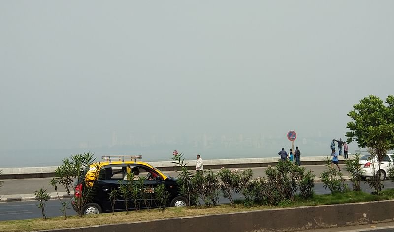 Air quality in Delhi touches hazardous level, haze engulfs Mumbai