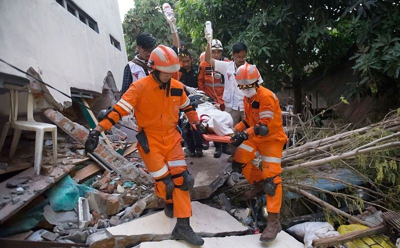 Indonesia tsunami: Death toll climbs to 844 as rescuers continue to hunt for survivors