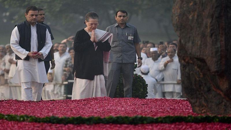Manmohan Singh, Sonia, Rahul Gandhi pay tribute to Indira Gandhi