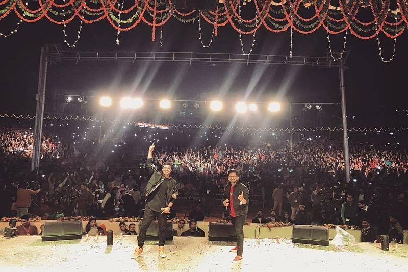 'Panga' actor Jassie Gill enthralls his fans at the International Kullu Dussehra Festival