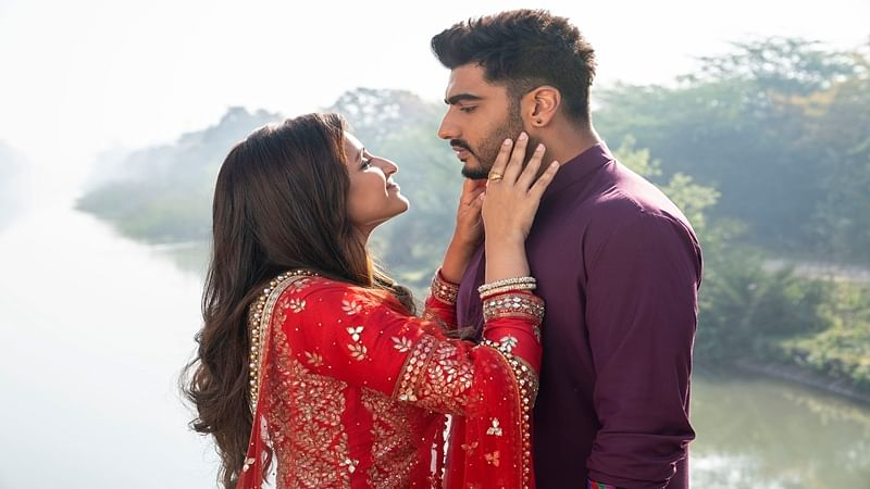 'Namaste England' song Tu Meri Main Tera is all about globetrotting with your love; watch it now