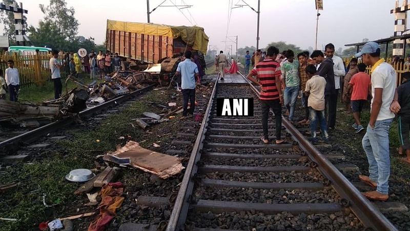 Madhya Pradesh: Truck hits RajdhaniExpress, 2 coaches derail; 1 dead