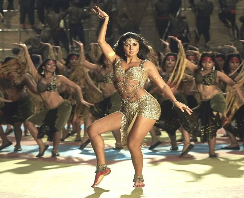Thugs Of Hindostan: Katrina Kaif sizzles in her hot and glamorous avatar in 'Manzoor E Khuda' song