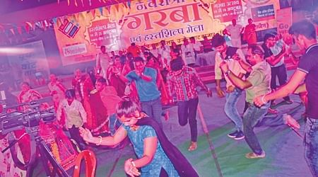Garba fever rises on fourth day of Navratri