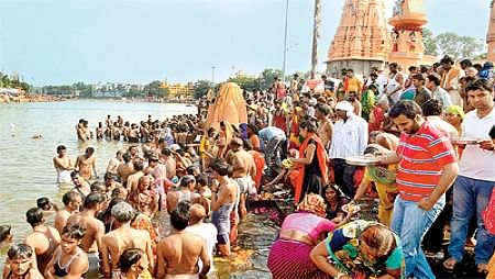 Sarvpitru Amavasya: Thousands throng Bawankund