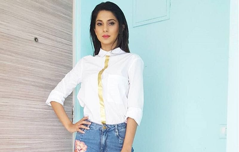 Celebrity Style! My handbag has everything but the kitchen sink, says Jennifer Winget