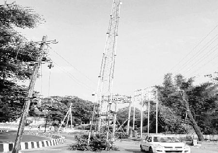 Bhopal: Telecom tower in middle of road threat to commuters