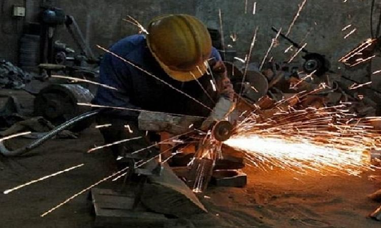 Double whammy for government as inflation rises, IIP growth eases