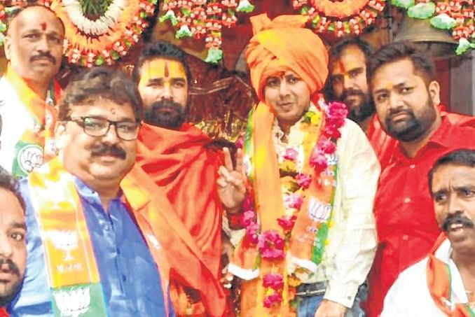 On Campaign Trail: BJP and Congress Candidates Reached Out to Voters in Their Assembly Constituencies on Wednesday