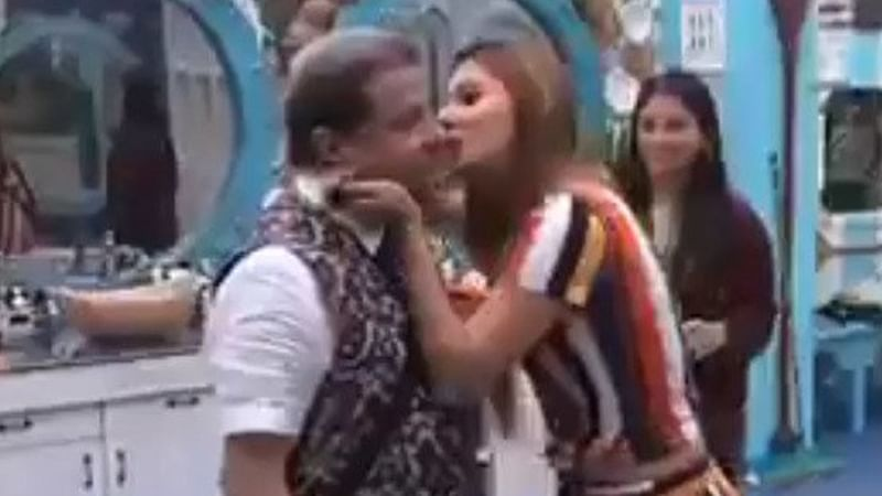 Bigg Boss 12: Anup Jalota claims his kiss with Jasleen Matharu was more like a 'father-daughter'