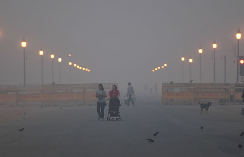Delhi's air quality oscillates between very poor and severe